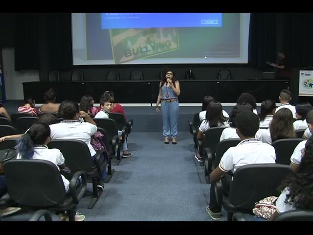 Esmal discute bullying com estudantes da rede pública de educação
